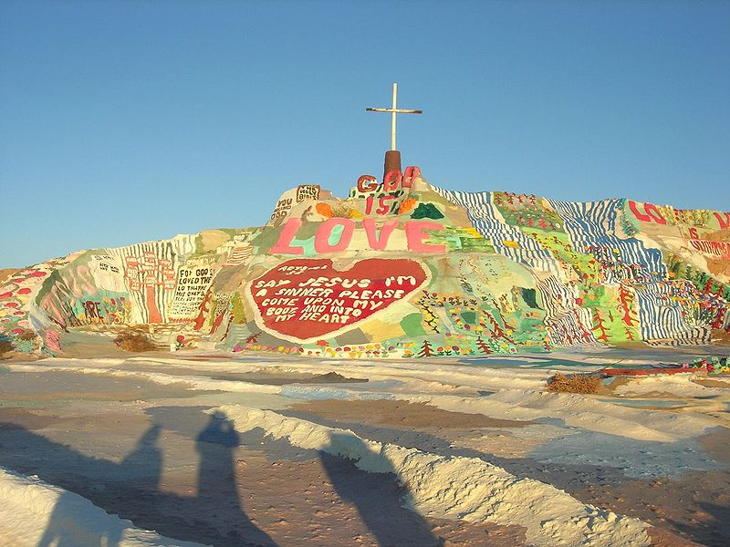 800px-Salvation_Mountain_001