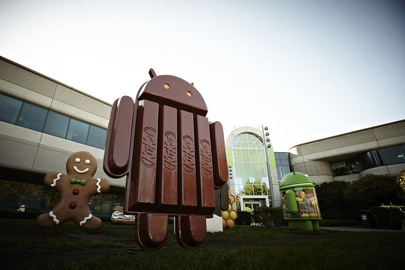 Android-KitKat-statue-at-Google