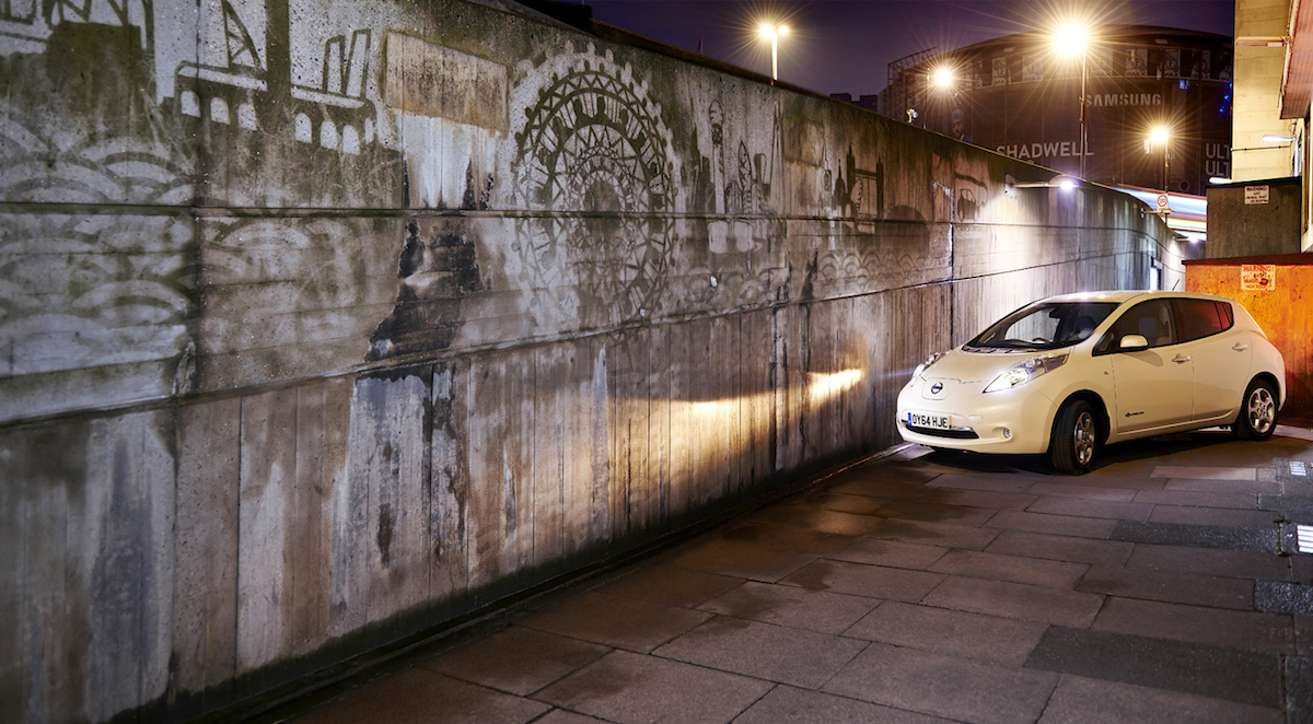 NISSAN CLEANS UP LONDON WITH WORLD'S FIRST CAR-POWERED GRAFFITI_3