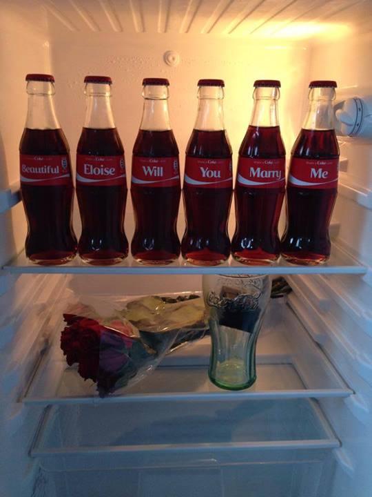 Фото: 6 персонализированных бутылочек Coca-Cola для предложения руки и сердца