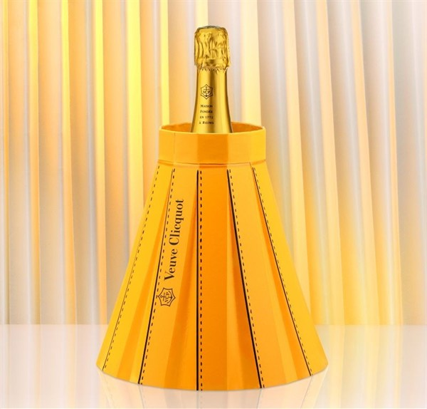fashionably_clicquot_01