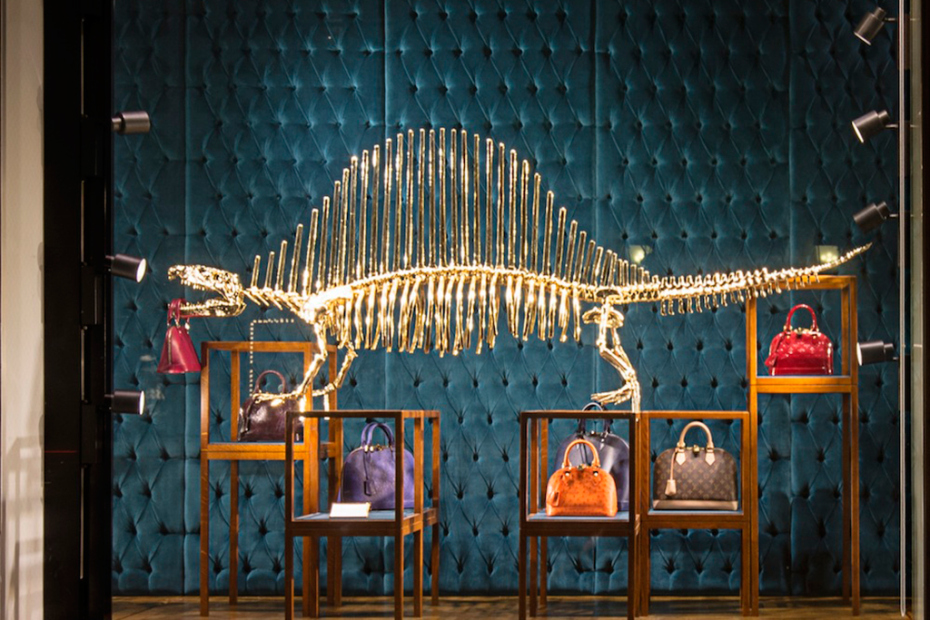 gilded_dinosaur_skeleton_installation_louis_vuitton_01
