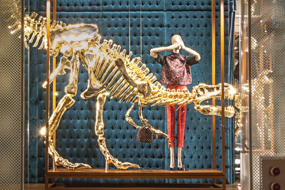 gilded_dinosaur_skeleton_installation_louis_vuitton_02
