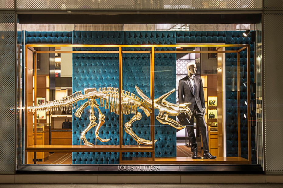 gilded_dinosaur_skeleton_installation_louis_vuitton_03