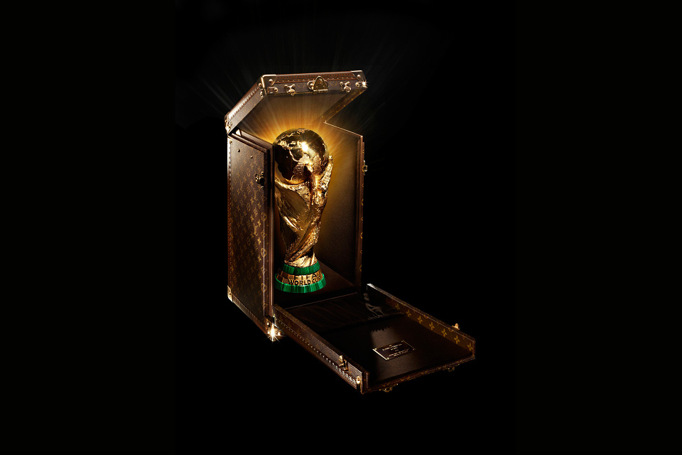 louis_vuitton_monogram_trophy_case_2014fifa_01